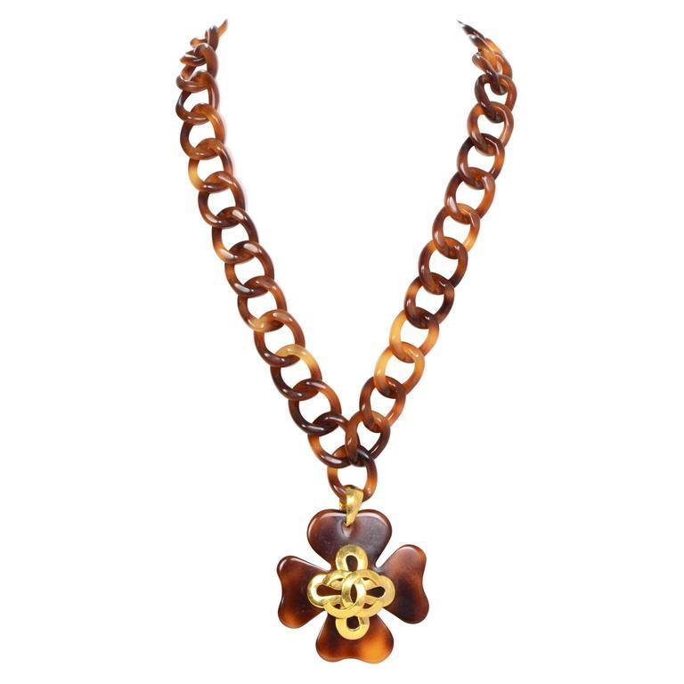 Chanel Vintage '95 Tortoise & Gold Four Leaf Clover Necklace 1