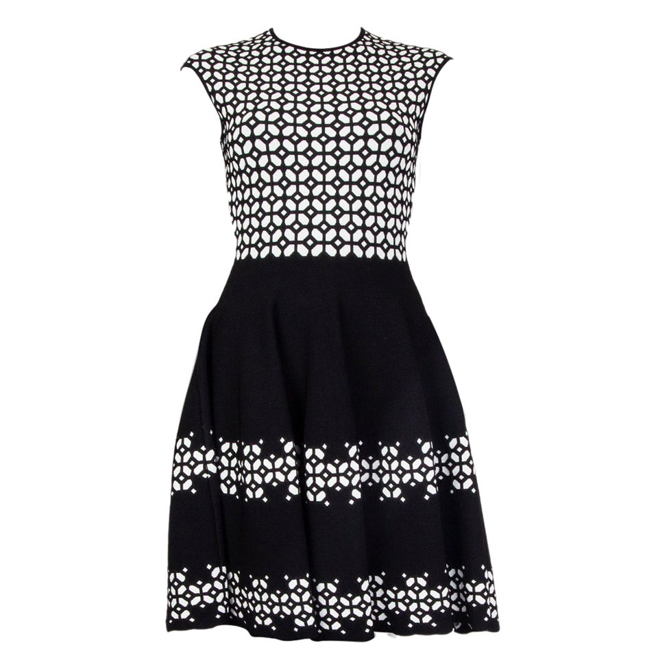 ALEXANDER MCQUEEN black & white JACQUARD KNIT Dress S