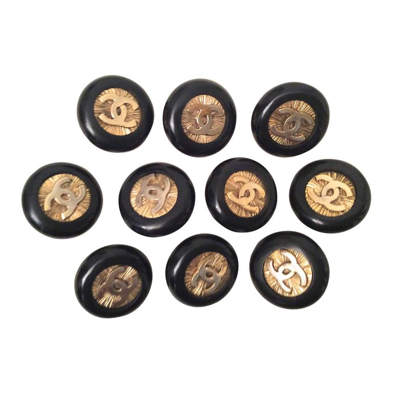 10 Vintage 1980 S Chanel Buttons Black And Gold At 1stdibs