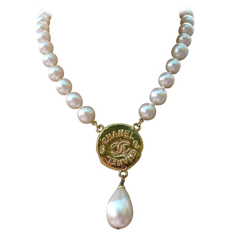 Chanel Vintage Pearl Necklace with CC Logo Coin Fall 1994 For Sale