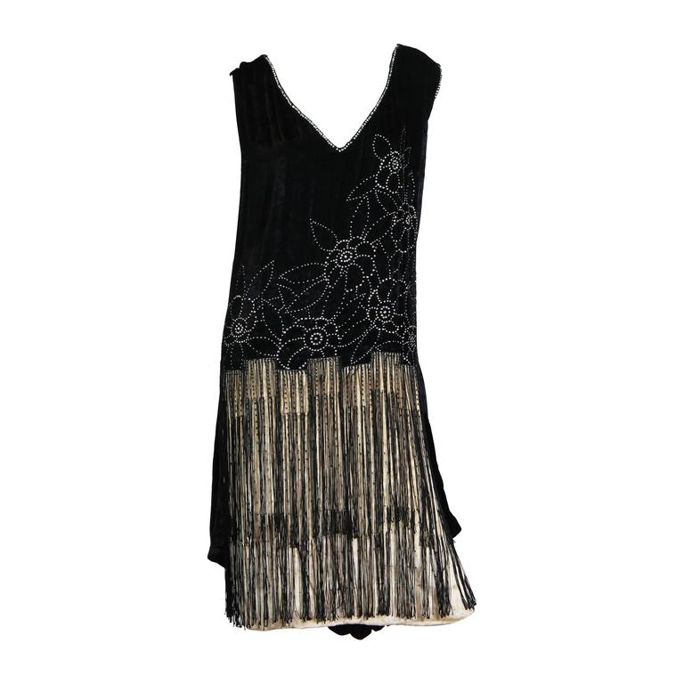 Very fine 1920s Velvet Dress with Fringe and Crystals 1
