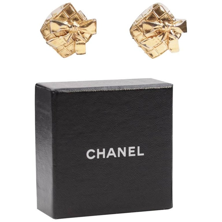 Chanel Vintage Quilted Gold Metal Clip on Earrings Bow Detailing with Box For Sale