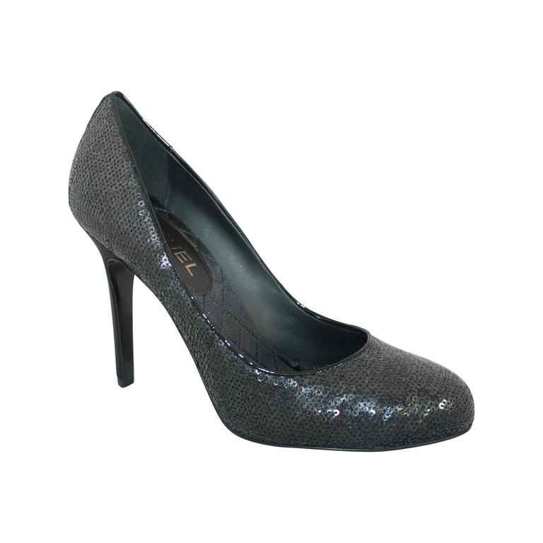Chanel Black Sequin Pumps w/ Quilted Interior - Never Worn - 40 For Sale