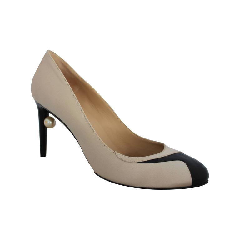 Chanel Champagne & Black Satin & Patent Pumps w/ Geometric Design - 38.5 1