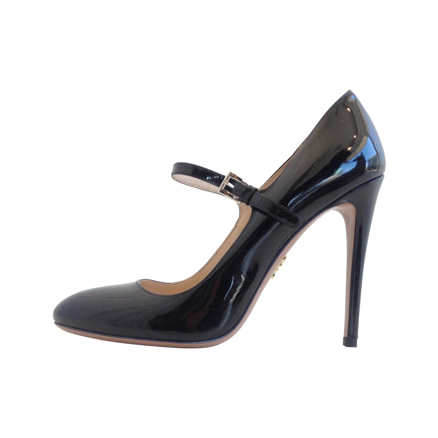 prada black patent mary jane heels at 1stdibs. Black Bedroom Furniture Sets. Home Design Ideas