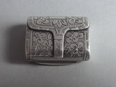 A good William IV Purse Vinaigrette made in Birmingham in 1834 by Thomas Shaw.