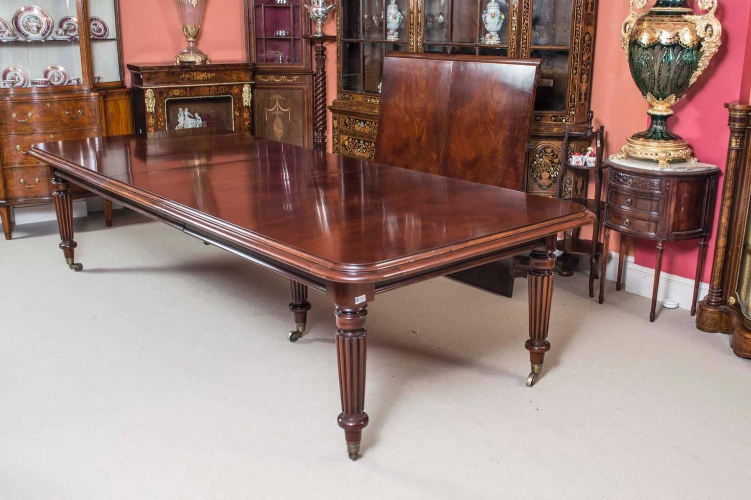 Vintage victorian style mahogany dining table and sixteen for Dining room tables victorian