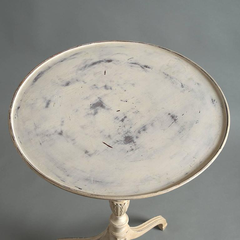 English Painted White Early 20th Century George III Style Occasional Table with Dish Top For Sale