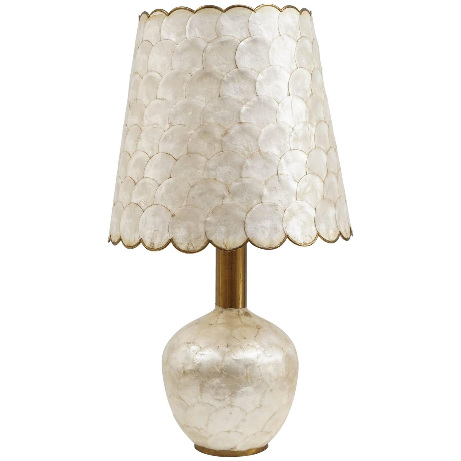 Glam Capiz Shell Table Lamp with Brass Detail, 1970s For Sale at 1stdibs - Glam Capiz Shell Table Lamp With Brass Detail, 1970s For Sale At