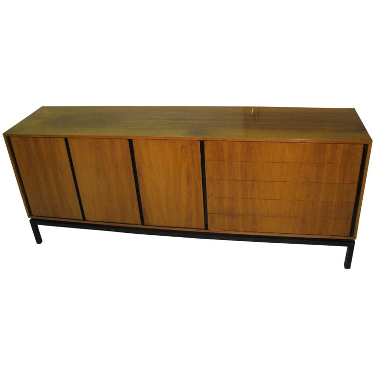 Mid-Century Modern Rosewood Long 11 Drawer Dresser For Sale