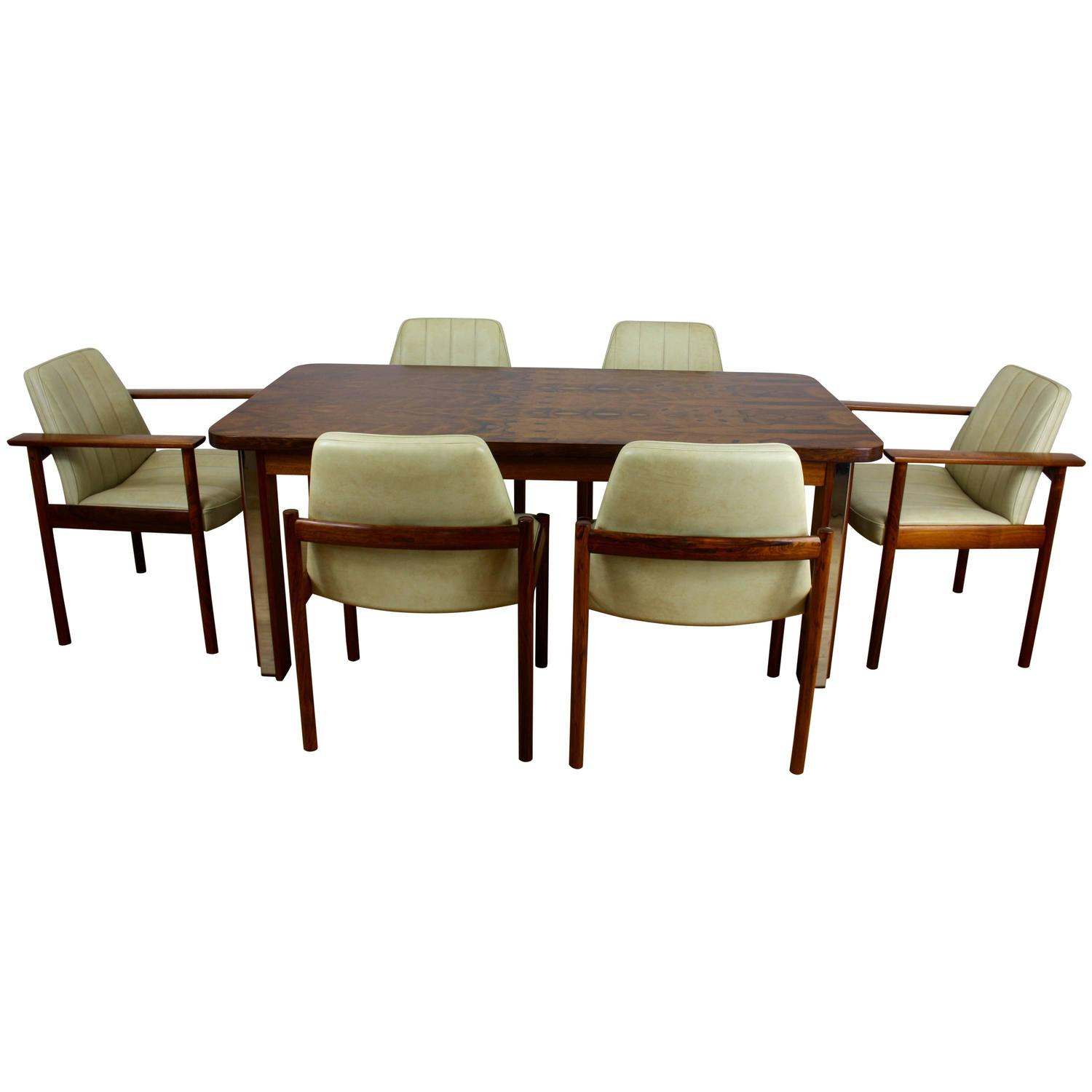 MID TWENTIETH CENTURY DESIGN ROSEWOOD DINING TABLE And CHAIRS For Sale
