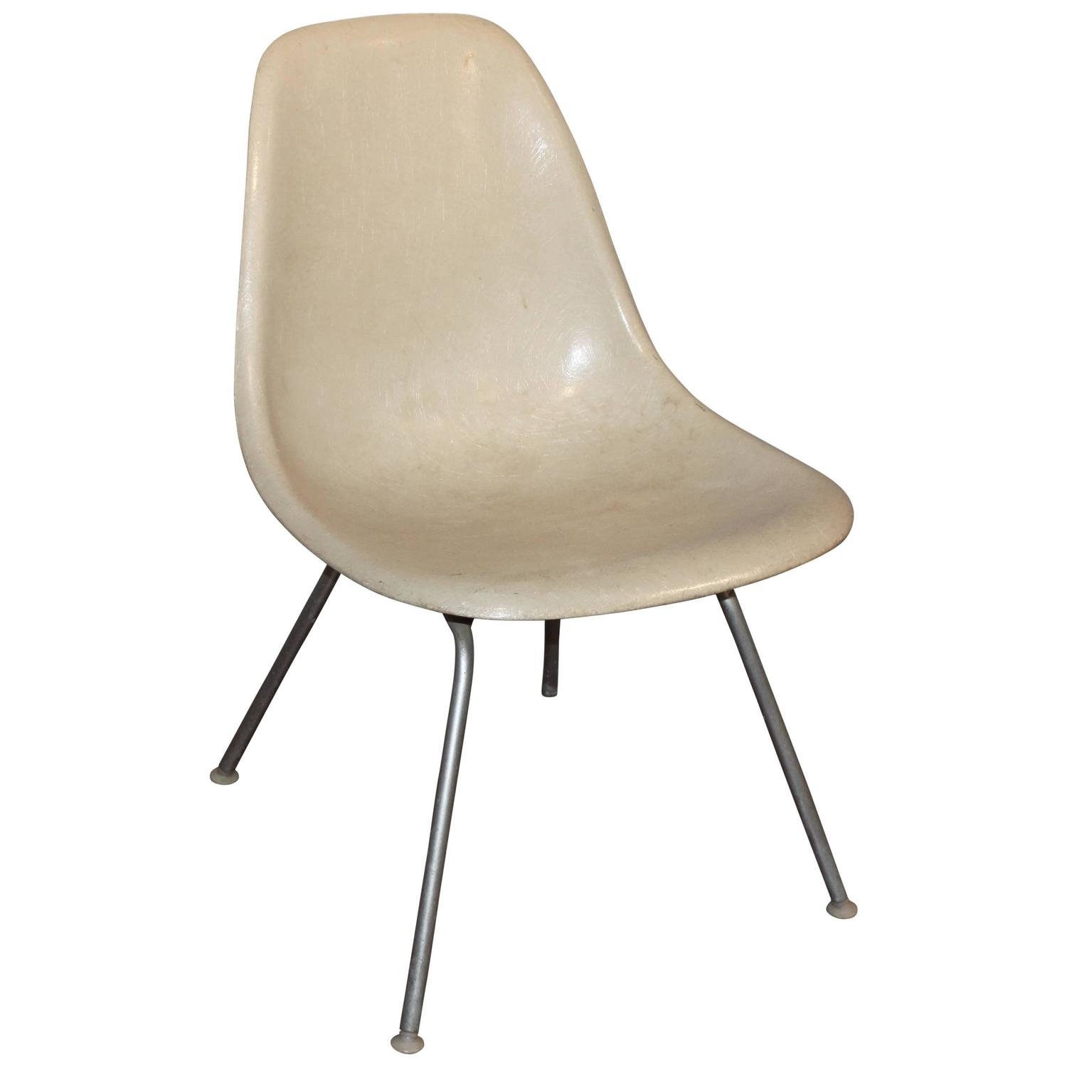 eames low shell chair for sale at 1stdibs. Black Bedroom Furniture Sets. Home Design Ideas