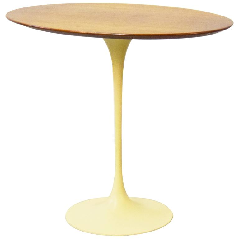 Early Eero Saarinen for Knoll Oval Tulip Side Table For Sale