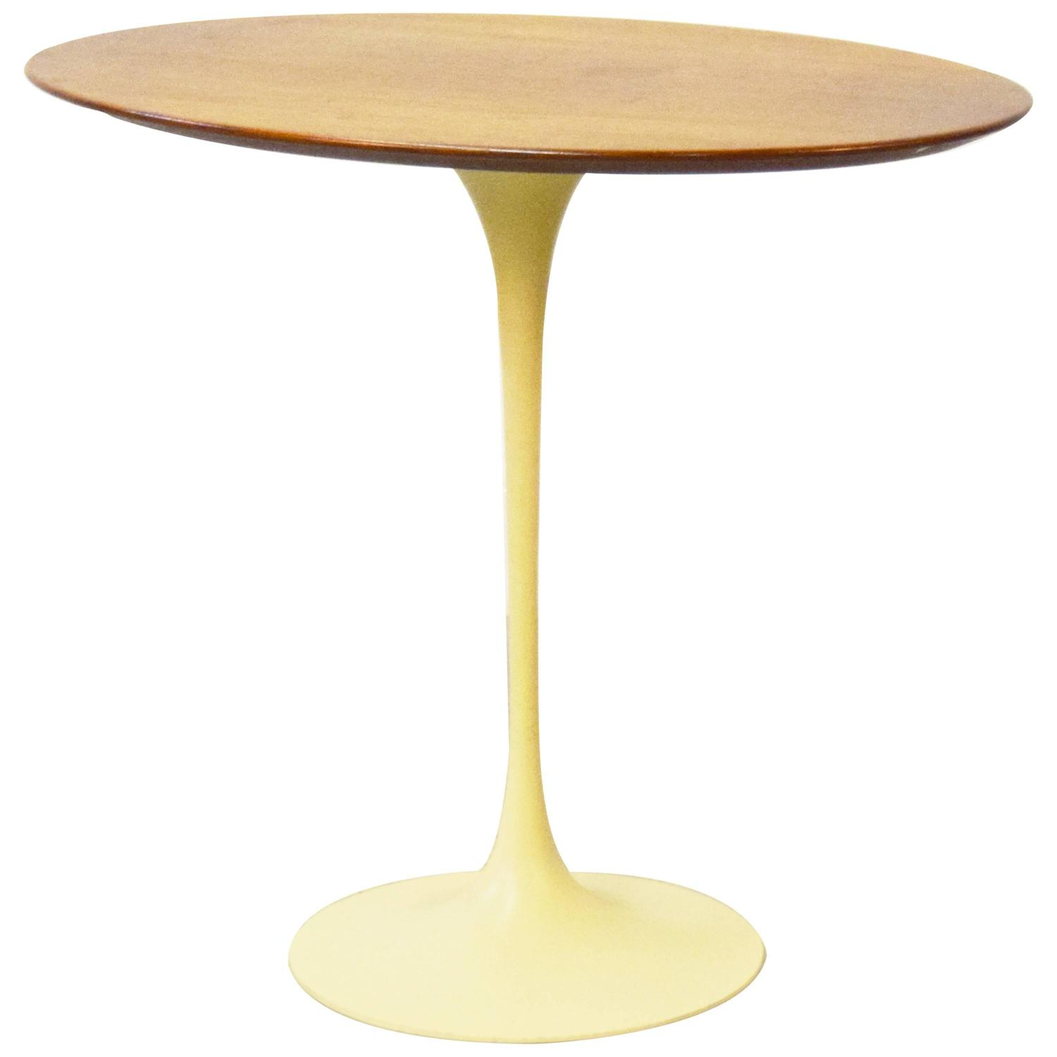 early eero saarinen for knoll oval tulip side table for sale at 1stdibs. Black Bedroom Furniture Sets. Home Design Ideas