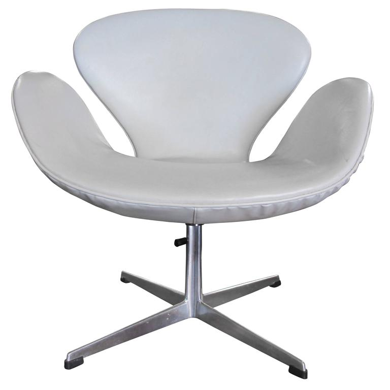 Swan chair by arne jacobsen for fritz hansen for sale at for Swan chairs for sale