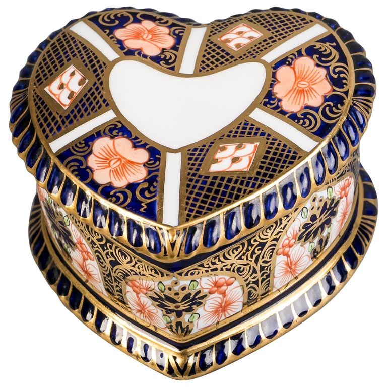Royal Crown Derby Heart-Shaped Box, circa 1910 For Sale