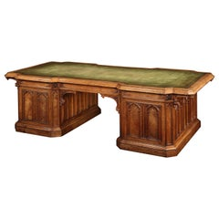 English 19th Century Oak and Leather Partner's Desk in the Gothic Style