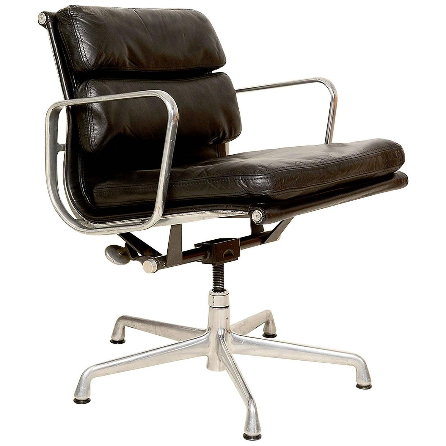 Vintage Office Chair. Mid Century Modern Herman Miller Eames Soft Pad  Aluminum Group Chair At