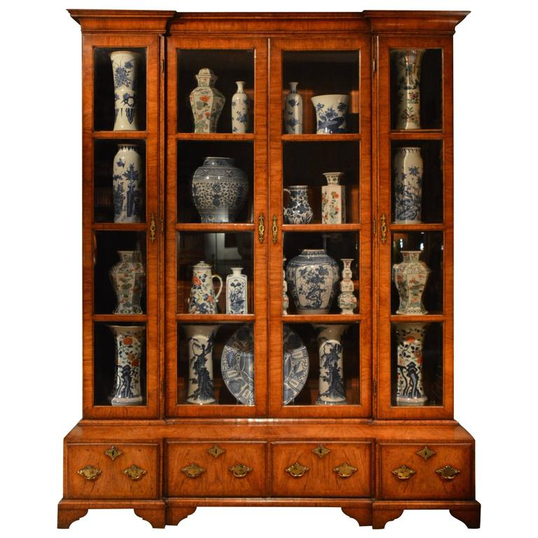 18th Century Inverted Breakfront Veneered Walnut Bookcase or China Cabinet  For Sale - 18th Century Inverted Breakfront Veneered Walnut Bookcase Or China