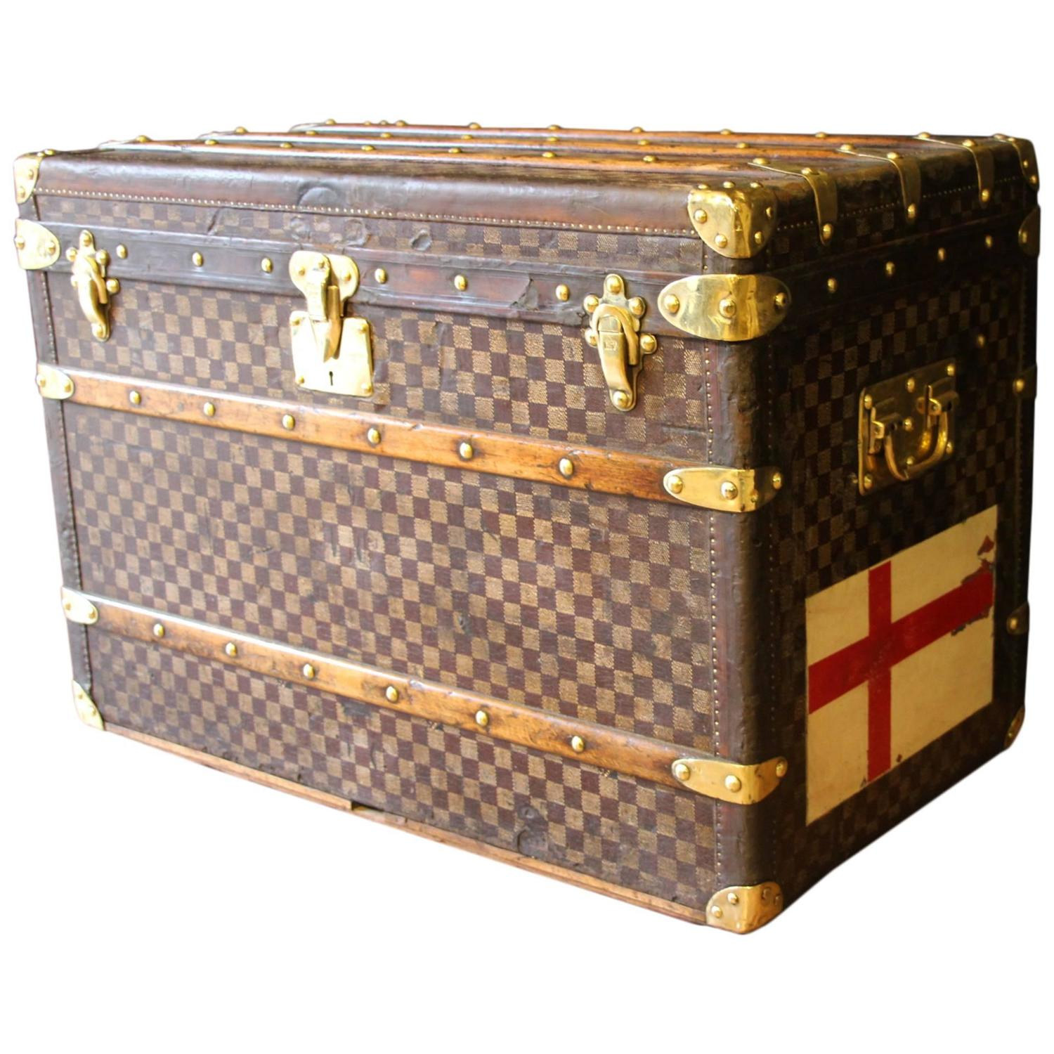 dating louis vuitton trunks Spotting knock-off vintage louis vuitton trunks the luggage in image a is a trunk dating back to 1915 these trunks are commonly seen with many travel stickers.