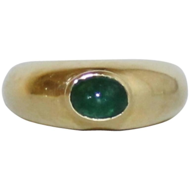 Ladies 18-Karat Gold Ring with Cabachon Emerald For Sale