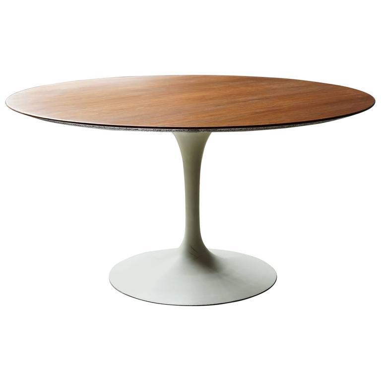 round saarinen dining table at 1stdibs. Black Bedroom Furniture Sets. Home Design Ideas