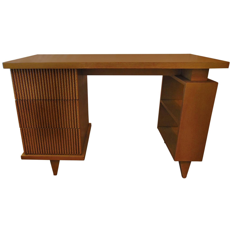 Mid century modern desk by american of martinsville at 1stdibs for Mid century american furniture