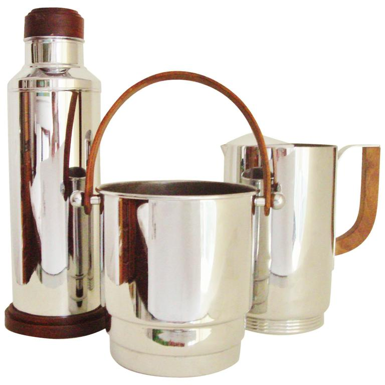 Three american art deco chrome and walnut cocktail for Deco accessoires