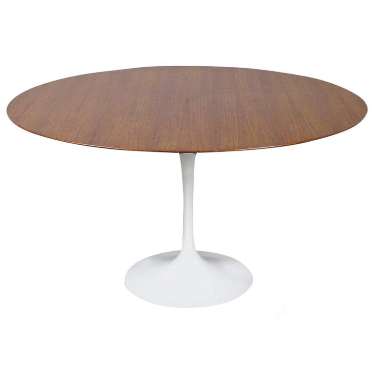 Eero Saarinen Tulip Dining Table by Knoll circa 1960 For Sale