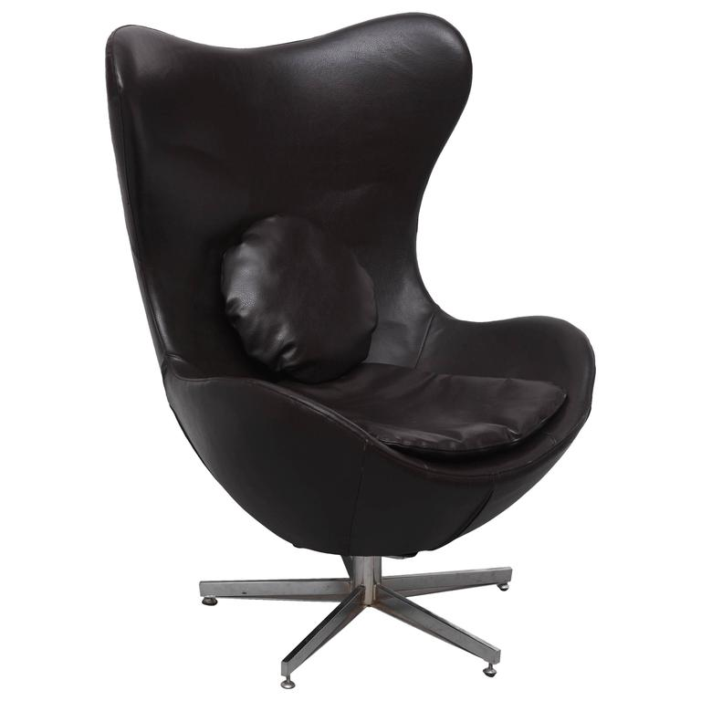 leather egg chair in arne jacobsen style denmark 1960s saturday sale for sale at 1stdibs. Black Bedroom Furniture Sets. Home Design Ideas