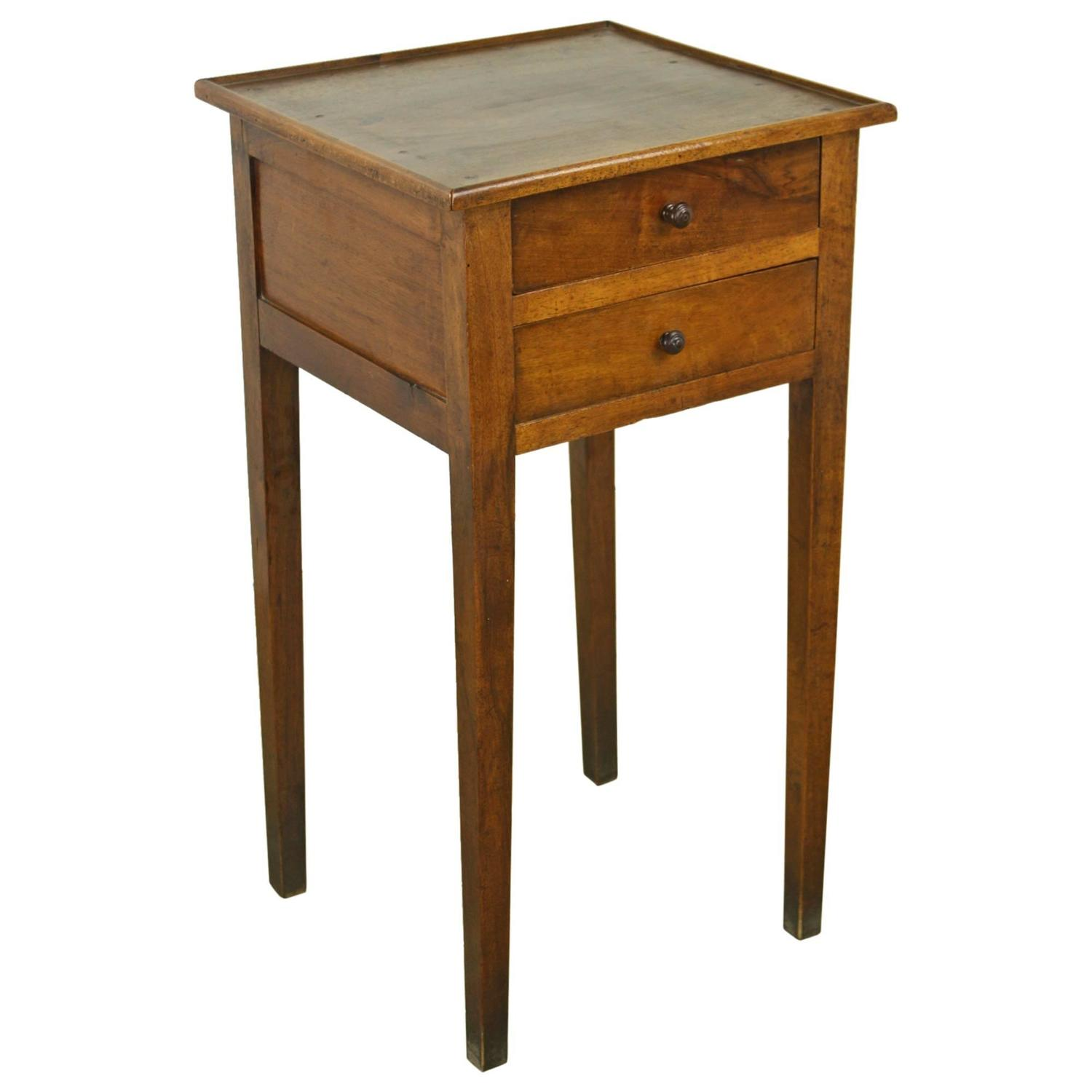 Antique french walnut side table at 1stdibs for Table in french