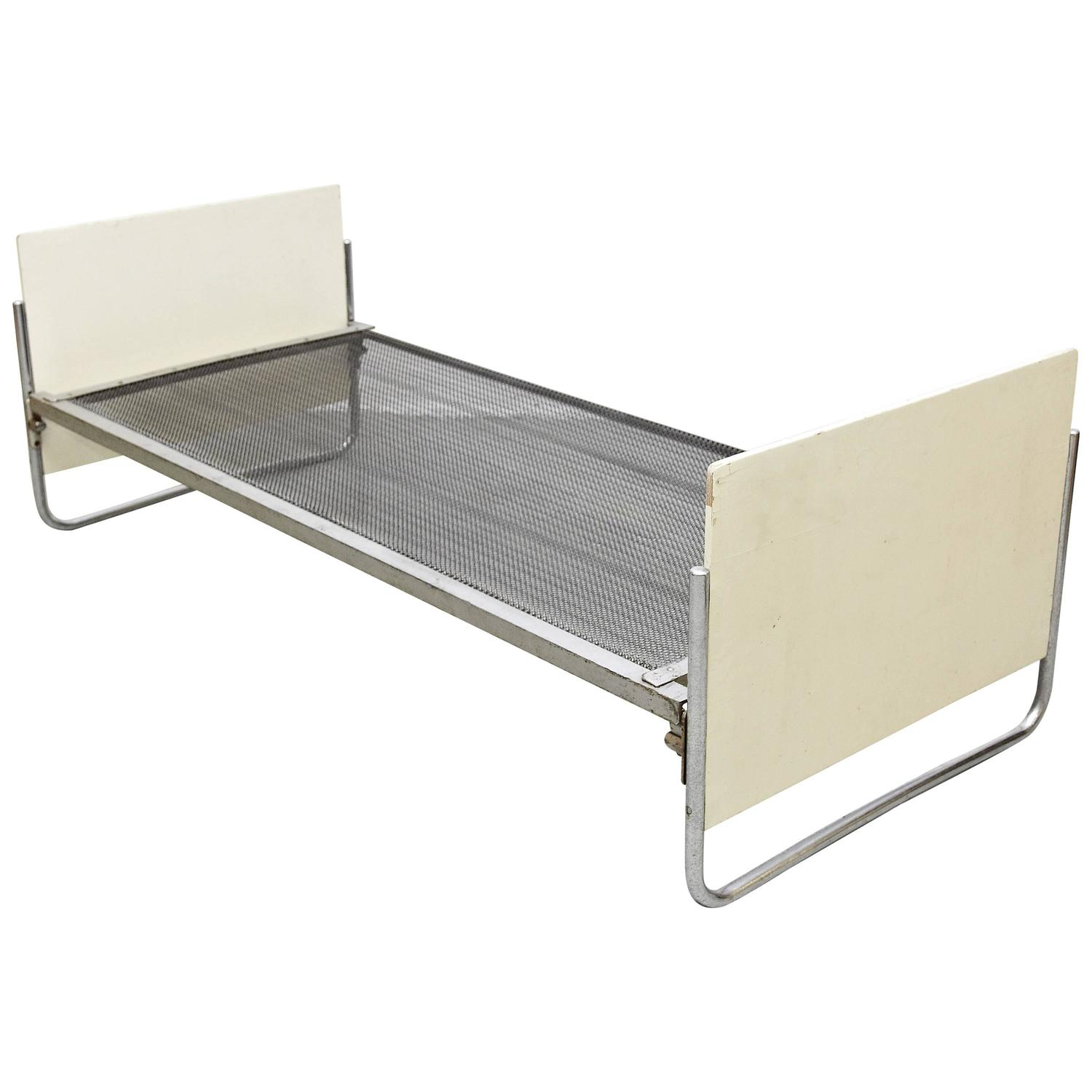 Early gispen bauhaus bed circa 1930 for sale at 1stdibs for Bauhaus sofa bed