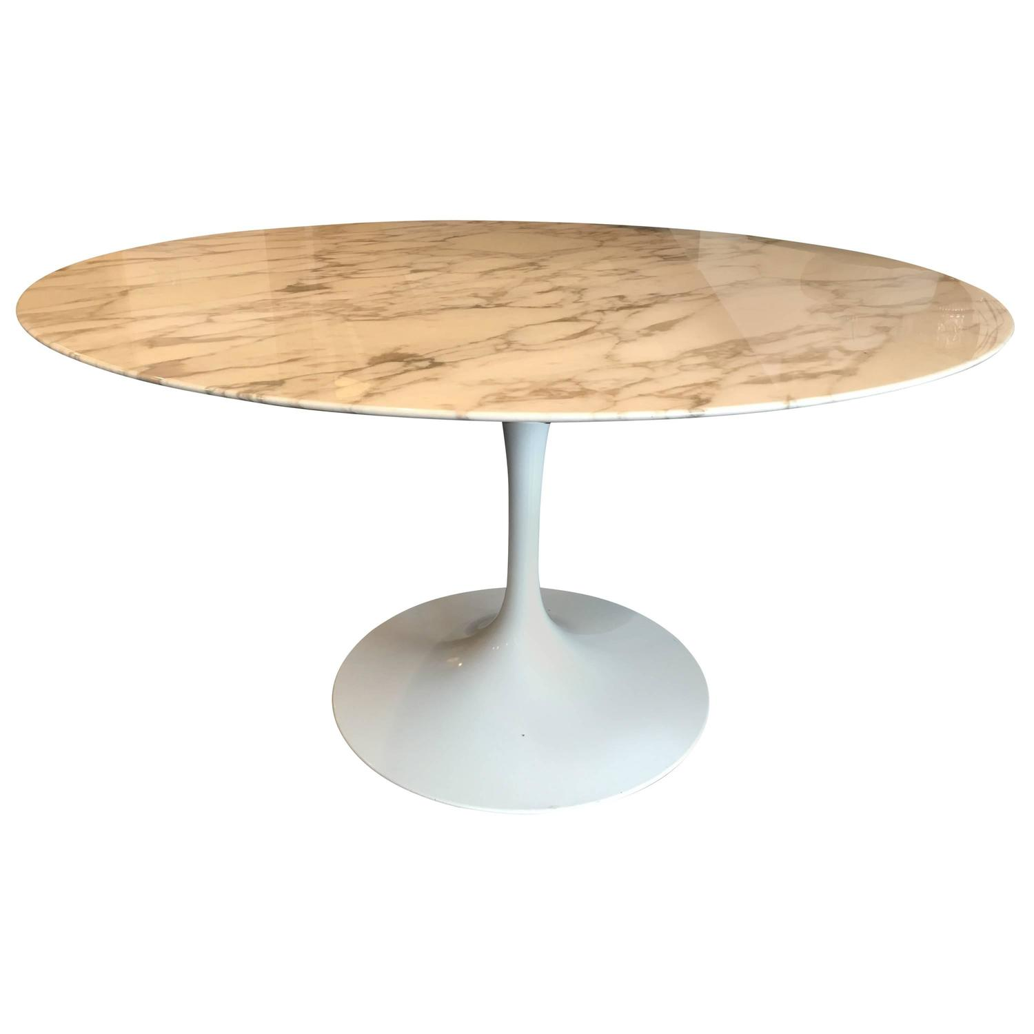 tulip dining table by eero saarinen for knoll at 1stdibs. Black Bedroom Furniture Sets. Home Design Ideas