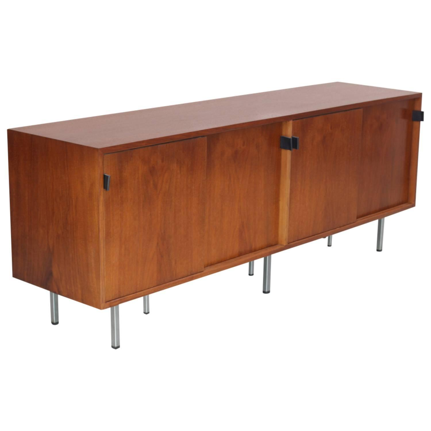 Florence Knoll Credenza Sideboard Walnut With Leather Pulls For  # Meuble Hifi Vintage
