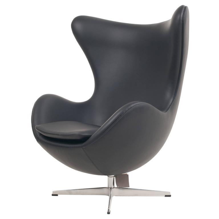 genuine arne jacobsen egg chair black leather fritz hansen at 1stdibs. Black Bedroom Furniture Sets. Home Design Ideas