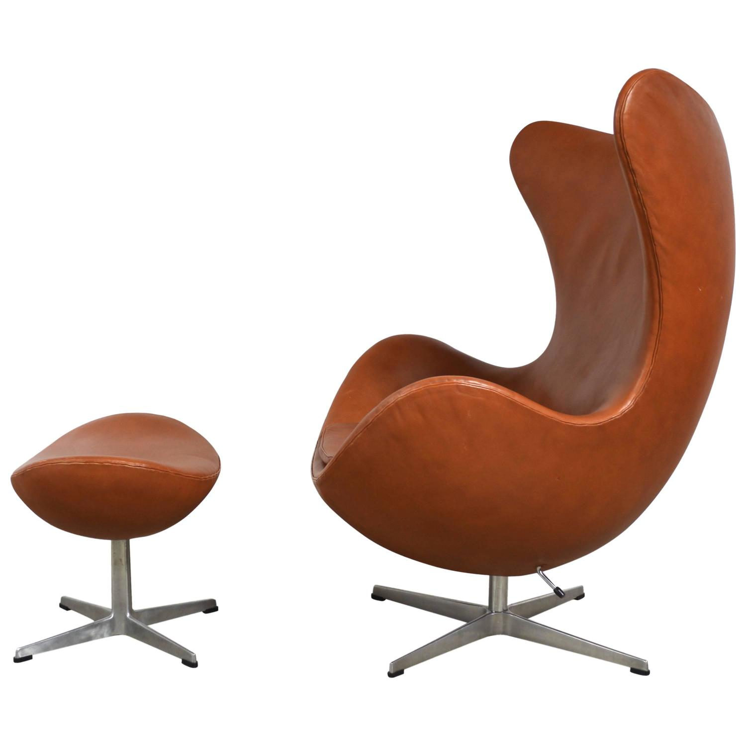Arne jacobsen leather egg chair and ottoman at 1stdibs for Egg chair jacobsen