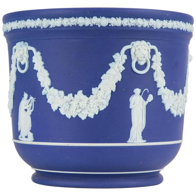 Wedgwood blue jasper jardiniere cache pot for sale at 1stdibs - Pots et jardinieres ...