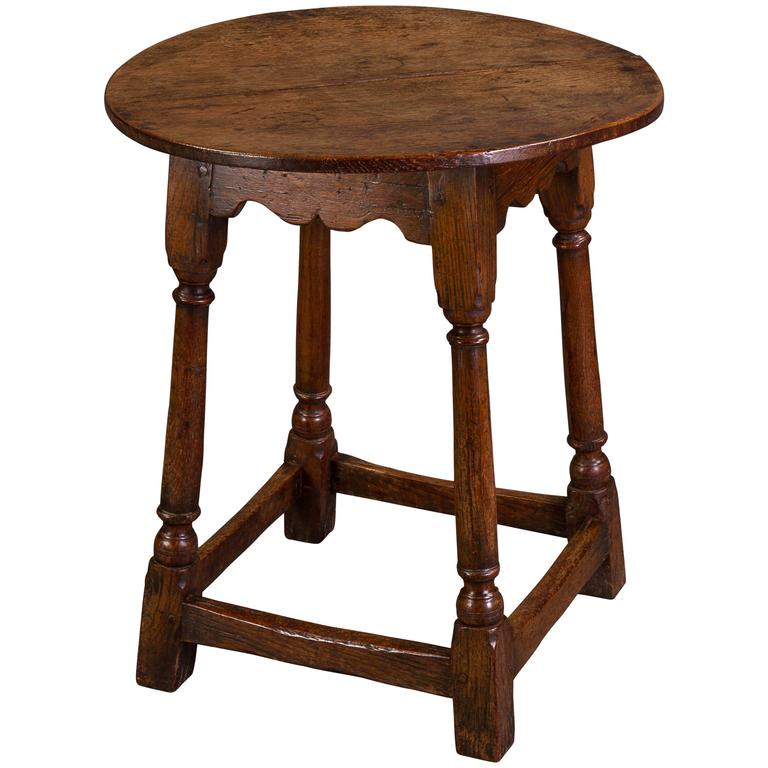 Bon Mid 18th Century Small Oak Tavern Table For Sale