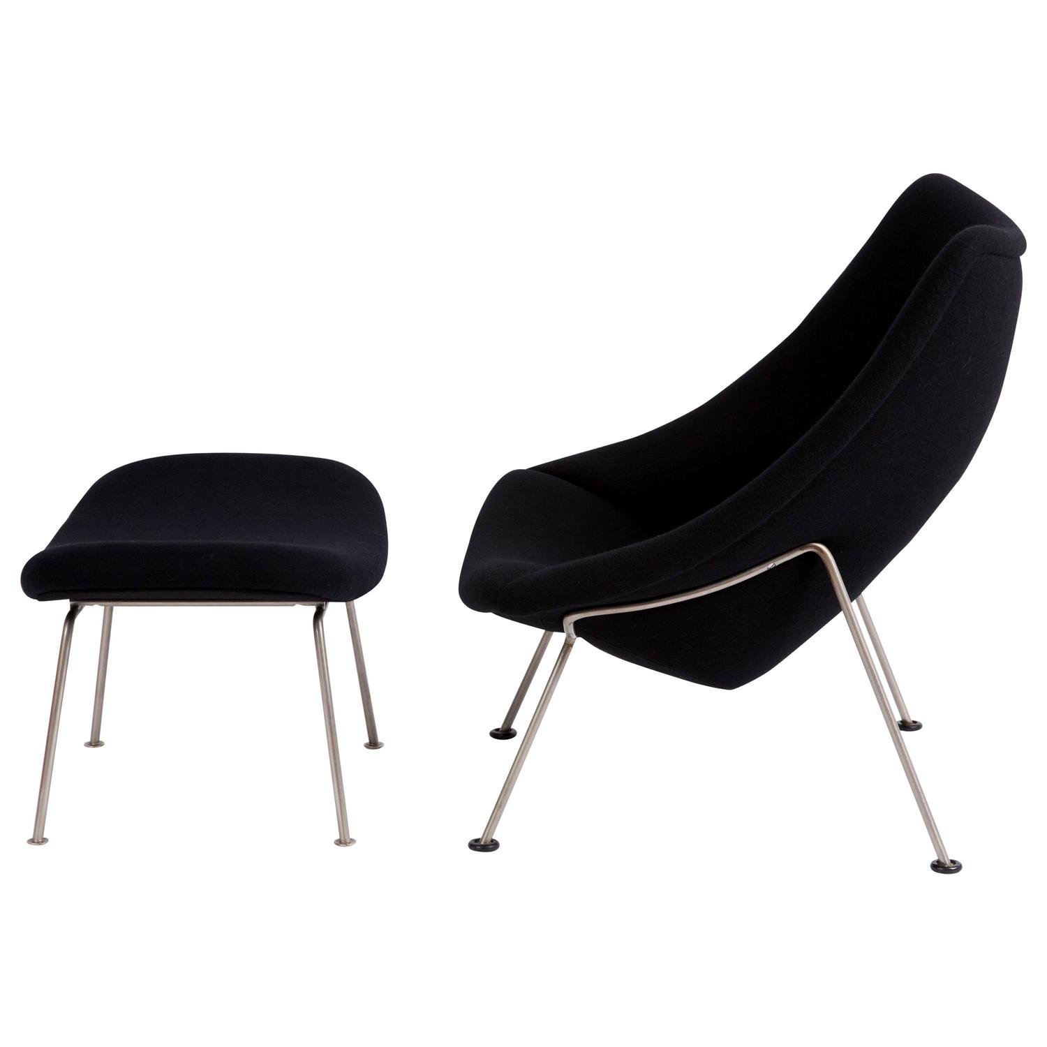 Oyster Pierre Paulin Artifort black lounge chair with footstool