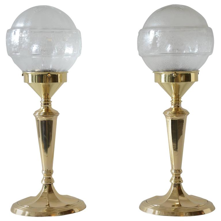 Pair of Table Lamps with Oval Base and Original Glass For Sale