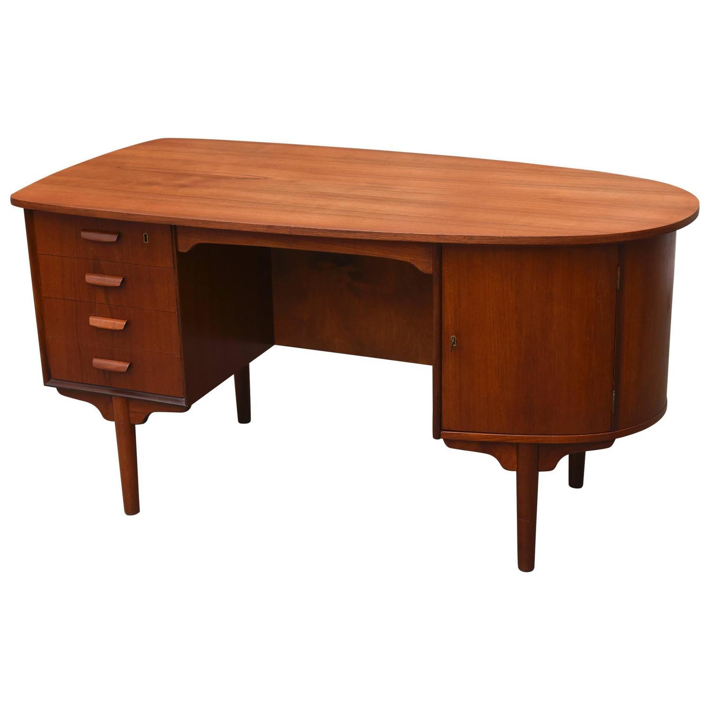 vintage 1950s danish mid century modern teak desk at 1stdibs. Black Bedroom Furniture Sets. Home Design Ideas