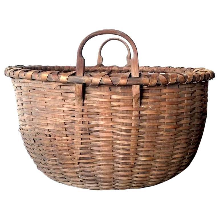 Large Shaker Gathering Basket, circa 1840-1850 For Sale
