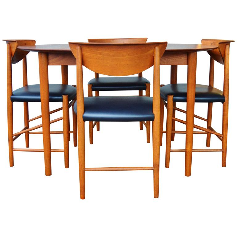 Sleek solid teak dining set by hvidt and molgaard at 1stdibs for Sleek dining room tables