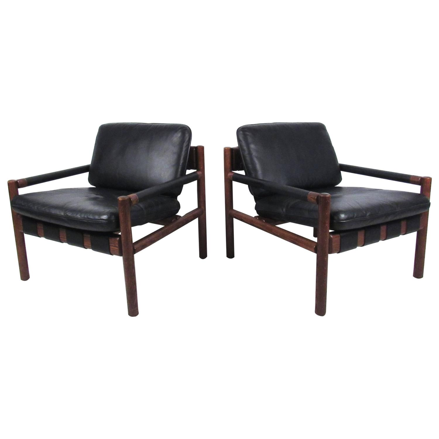 Pair Mid Century Modern Rosewood And Leather Lounge Chairs At 1stdibs