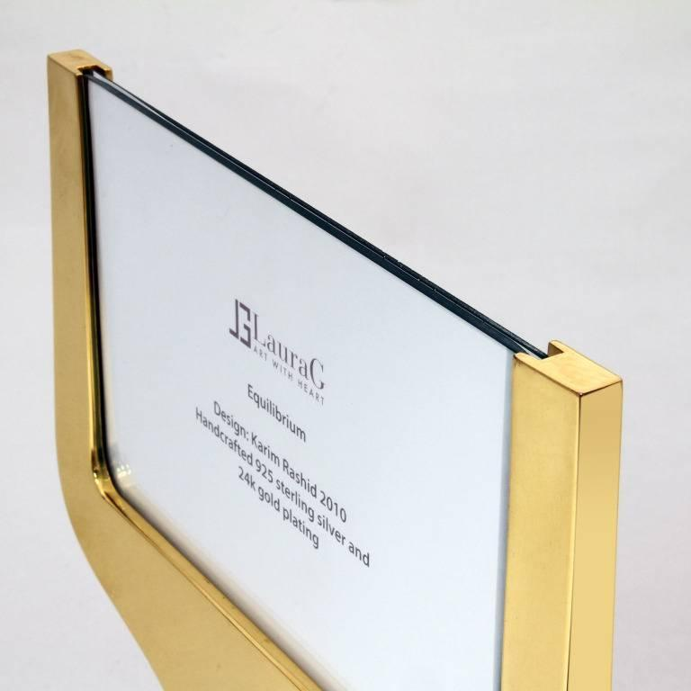 Equilibrium gold is a picture frame in silver 925 gold-plated by Laura G Art with Heart and It is a very simple and modern piece and can be suitable to hold one or two photos, front and back. The piece has been designed same shape front and back as