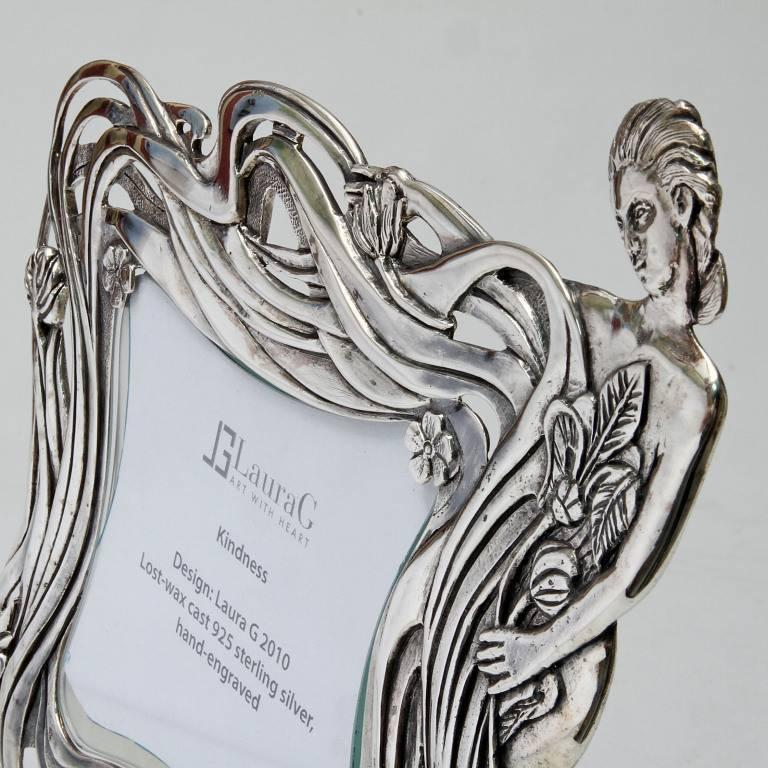 Italian Art Nouveau Handcrafted  Silver Picture Frame, Kindness In Good Condition For Sale In Sarezzo, IT