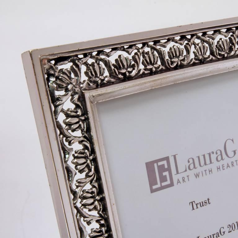 Arts and Crafts Italian  Silver Handmade Picture Frame, Trust  In Good Condition For Sale In Sarezzo, IT