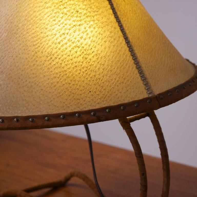 Tischlampe mit Schirm aus Leder, im Stil von Carl Auböck, Österreich 4