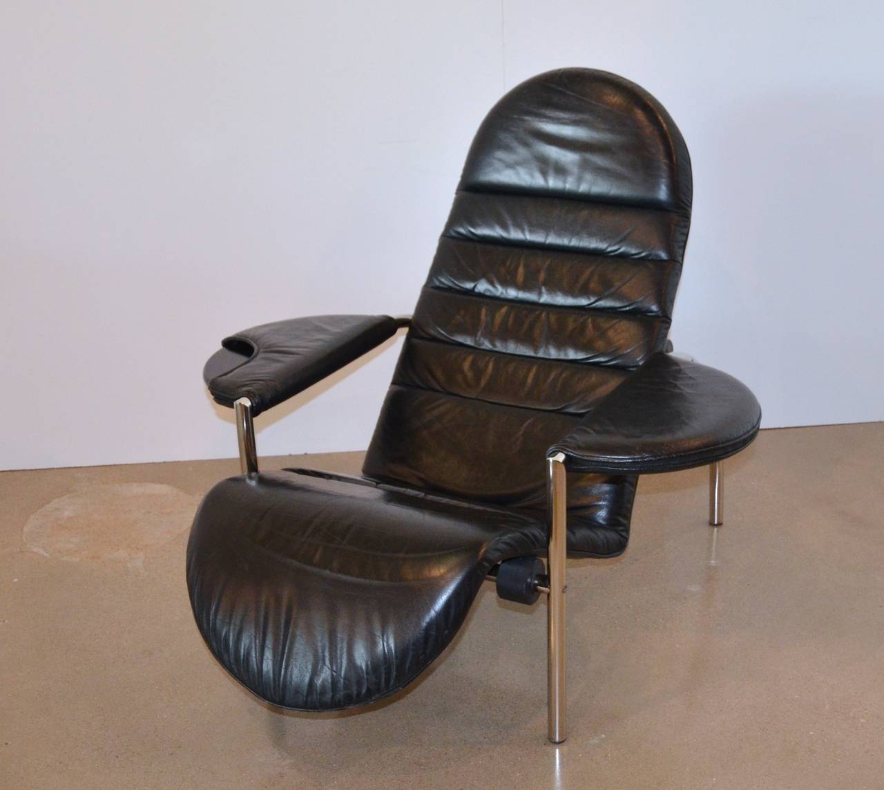 Moroso italian modern reclining chair circa 1980s at 1stdibs for 1980s chair design