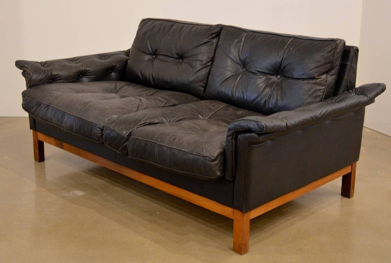 Mid Century Black Tufted Leather Loveseat Danish At 1stdibs